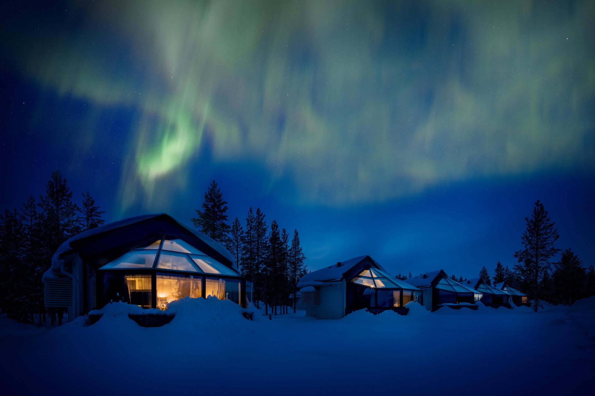 igloos aurora borealis.jpg