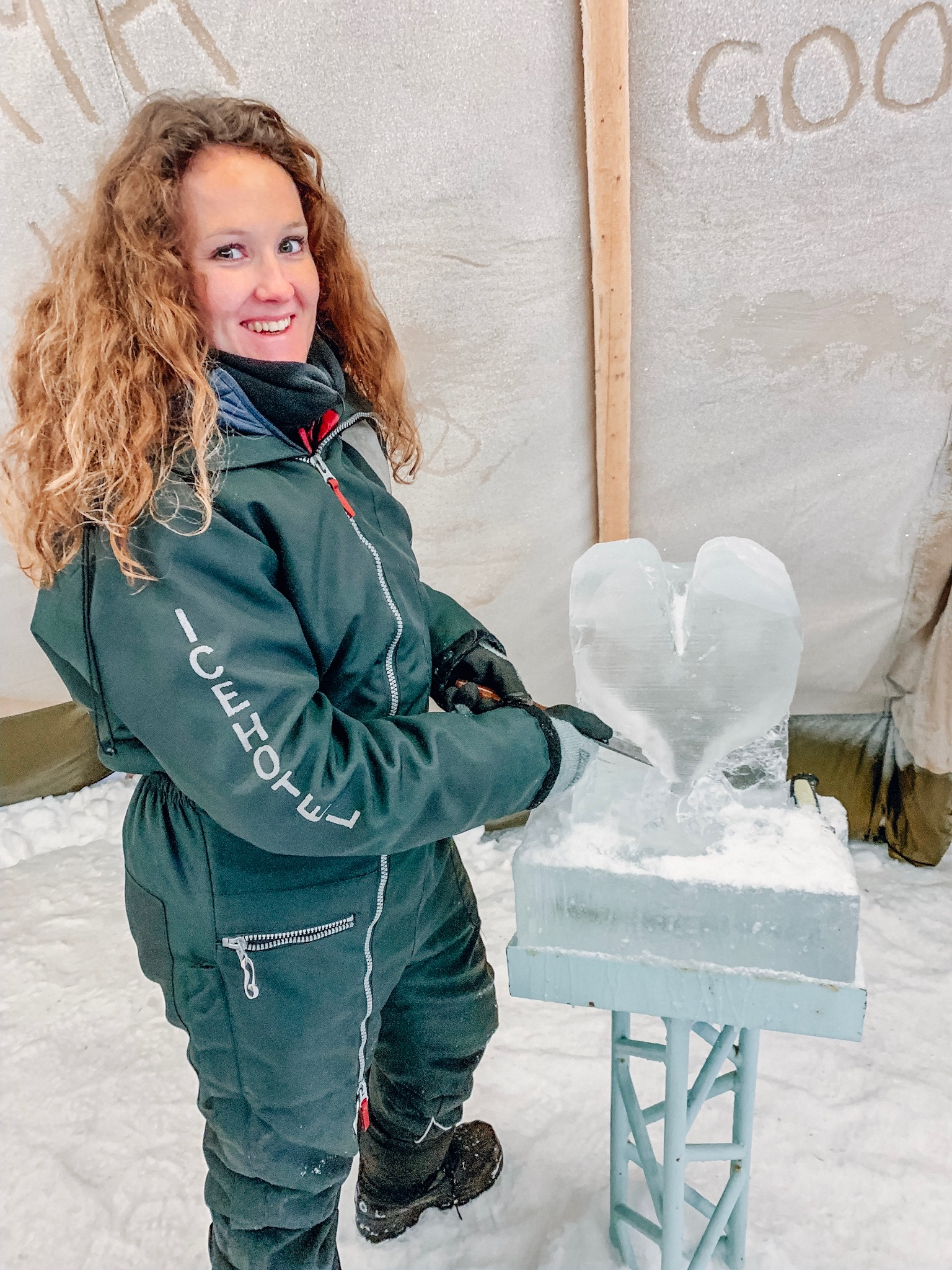 ice-hotel-ice-sculpting-class.jpg