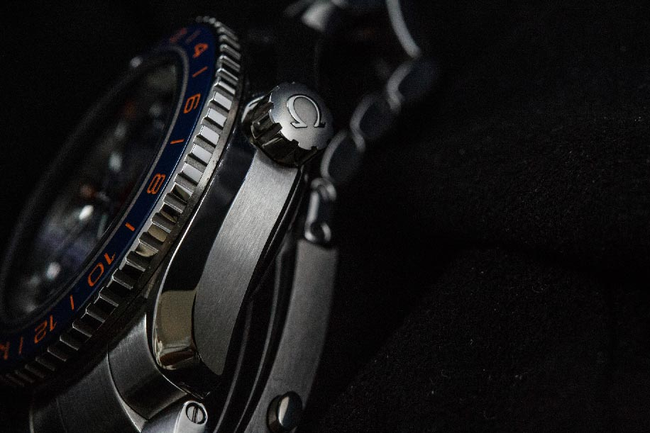 Sharp lines and fine brushing are indicative of Omega's quality and craftsmanship.