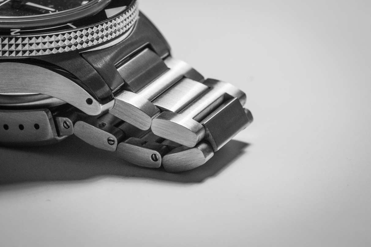 The H-link bracelet is known for its modern look and superb comfort.