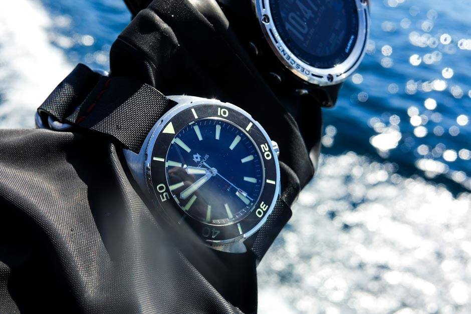 ADVENTURE FURTHER - Built like a tank and with precision in mind, the Avalon is a cushion-case diver designed to withstand a heavy beating. It boasts an impressive 300m water resistance, comfortable wearability and nuclear luminous application. From the professional deep-diver to the avid thrill-seeker, the Avalon is the quintessential tool to accompany you on your adventures.