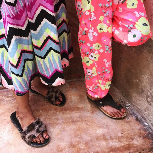 Friendship comes in unexpected places. - - - - - - - - #lamuisland #lamutamu #whyilovelamu #kenya #kids #clothesfashion #streetsyle #afrostyle #swahili #hiddenworlds #streets #everydayafrica #everydayafrique #friends #close #details #artstyle #artistsofinstagram #photooftheworld #instagood #instagraphic #graphicdesign #pattern #patterns #kunst #artstyle