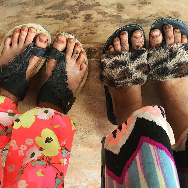 Best foot forward. - - - - - - - - #lamuisland #lamutamu #whyilovelamu #kenya #kids #clothesfashion #streetsyle #afrostyle #swahili #hiddenworlds #streets #everydayafrica #everydayafrique #friends #close #details #artstyle #artistsofinstagram #photooftheworld #instagood #instagraphic #feetofinstagram #feetfun #bestfootforward