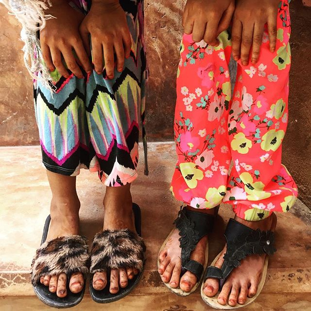 Friendship comes in various shades and colours. - - - - - - - - #lamuisland #lamutamu #whyilovelamu #kenya #kids #clothesfashion #streetsyle #afrostyle #swahili #hiddenworlds #streets #everydayafrica #everydayafrique #friends #close #details #artstyle #artistsofinstagram #photooftheworld #instagood #instagraphic