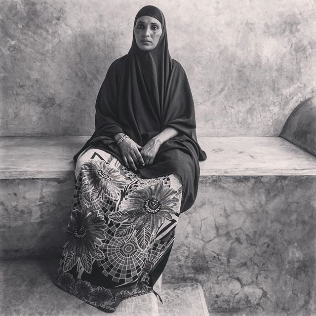 My elegant neighbour Fatma. - - - - - - - - #shotwithaniphone #iphoneonly #swahili #hijab #lamutamu #whylovelamu #lamu #islamicbeauty #beautiful #lifestreet #lifeisstreet #hiddenworlds #contemporaryart #backstreets #traveljournal #kunst #iphoneseries #portraits #streetportraitsphotography #everydayafrique #everydayafrica #modesty #sadness #mood