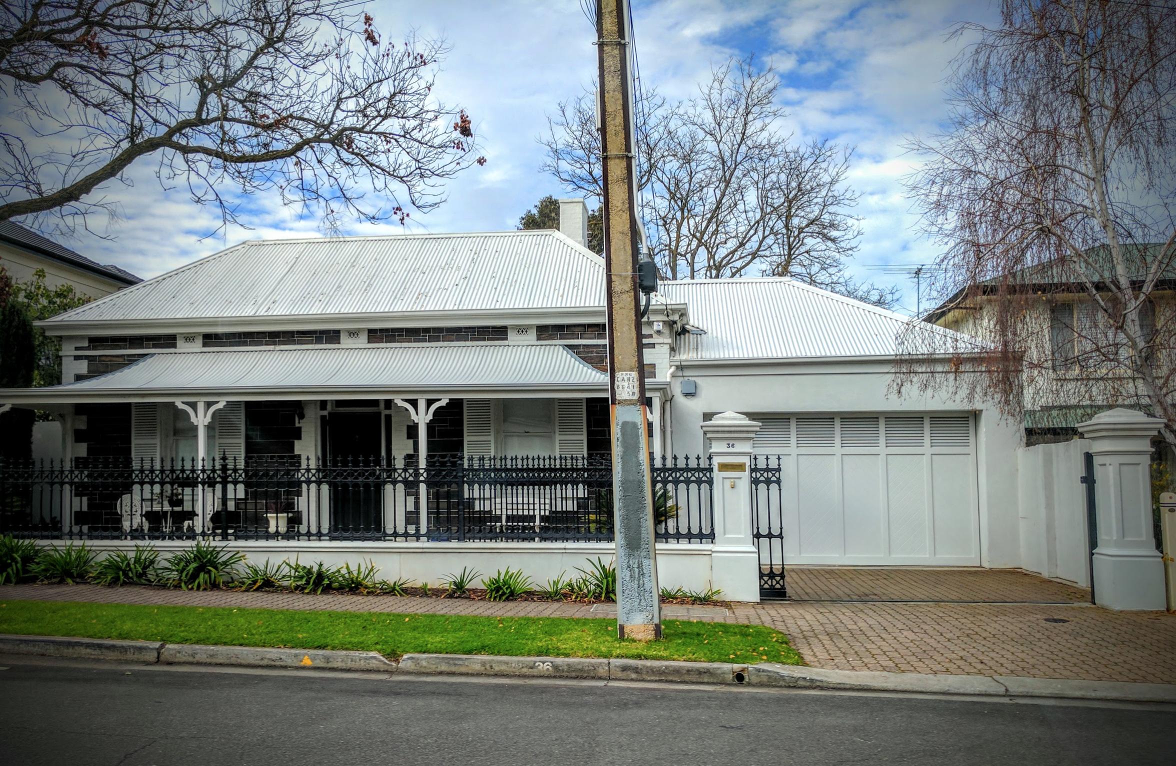 Symmetrical Cottage 1860-1915