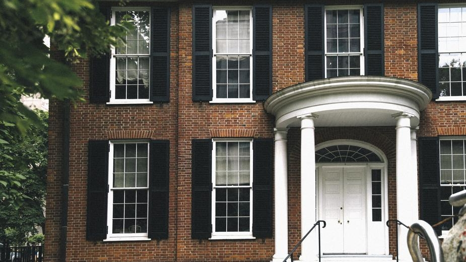 brick-home-with-columns_925x.jpg