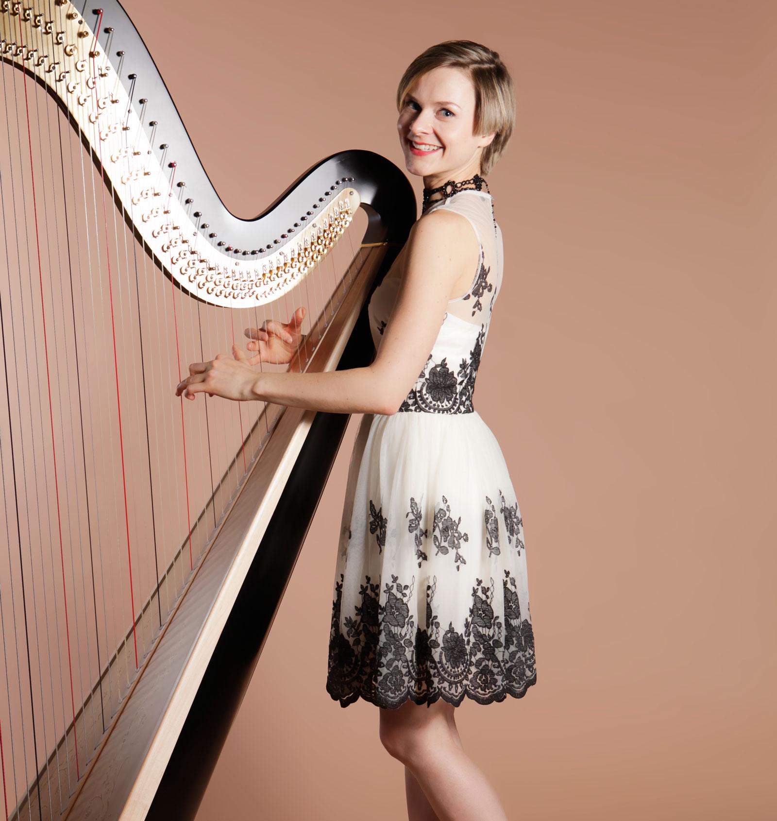 alexandra-harpist