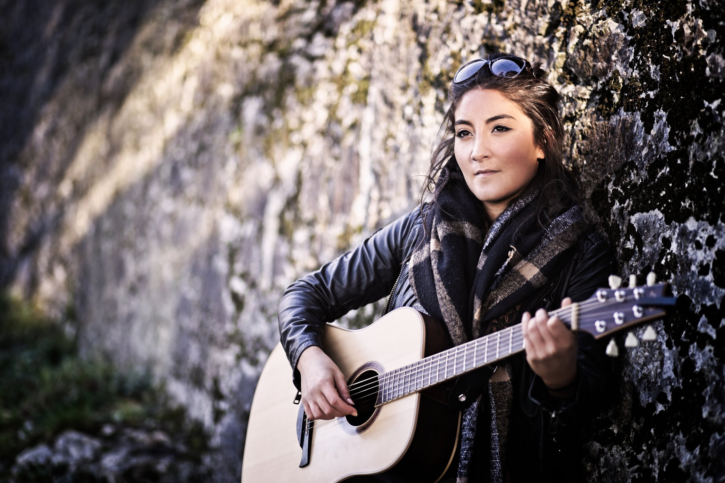 Pari performs beautiful acoustic sets suitable for a range of venues and occasions