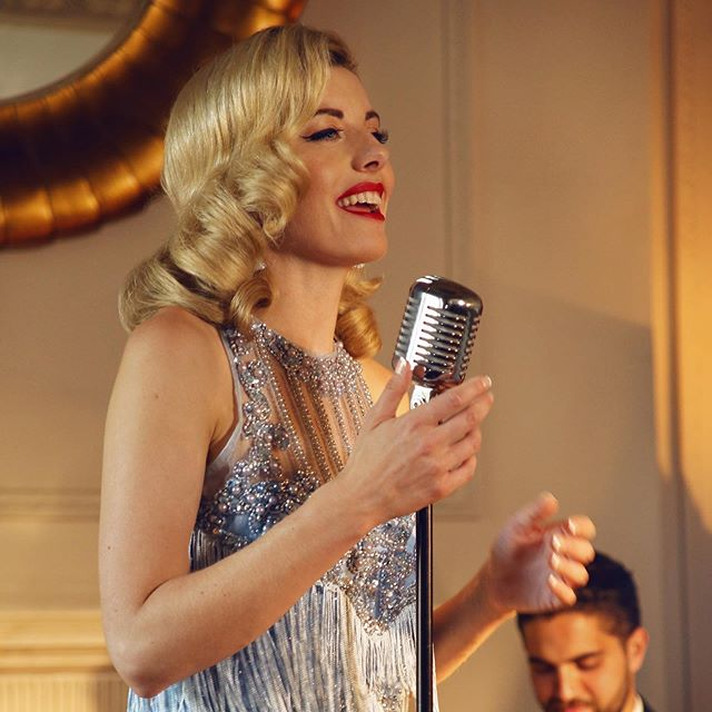 The stunning Sarah Goodwin singing jazz classics and modern hits with a jazz spin... if you'd love to add a touch charm and elegance to your event get in touch for details! . . . #jazzsinger #singer #londonsinger #jazzmusic #jazzmusician #jazzstyle #londonevents #musiciansforhire #corporateevententertainment #eventsprofs #professionalsinger #vintageentertainment #vintagetheme #eventsideas