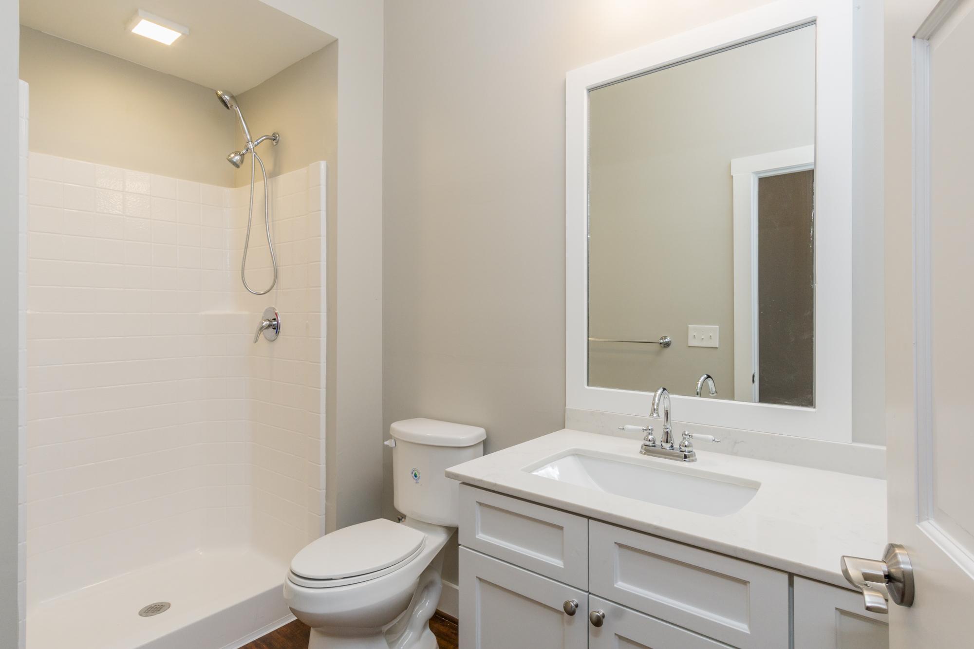 07 bathroom.jpg