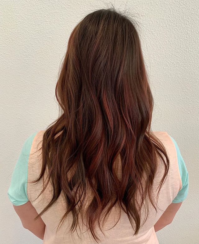 Soft waves and subtle pops of red by stylist @bellissima_hair_by_gio