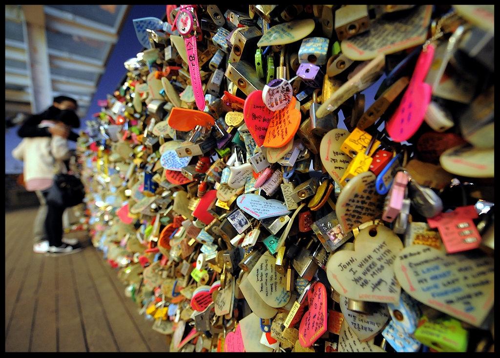 Love-padlocks-N-Seoul-Tower-top-Nam-mountain