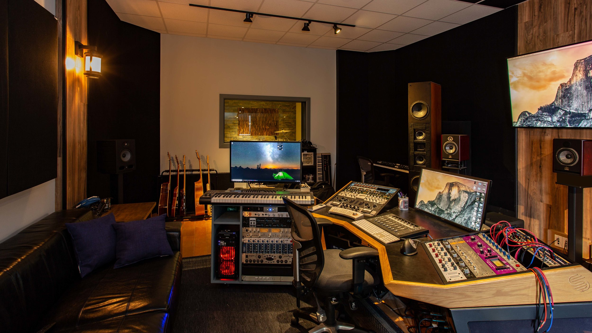 Right Angle Studio (2 of 4).jpg