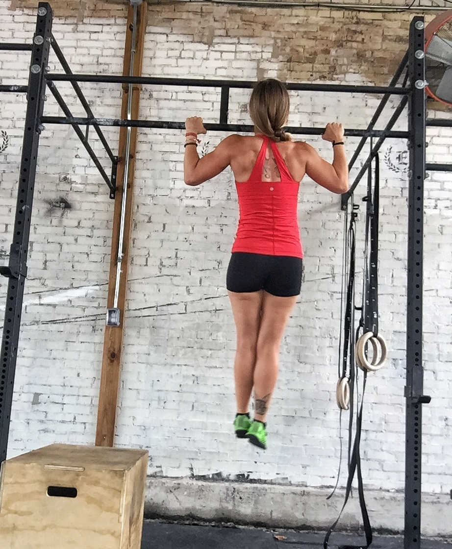 Starting Position:Chin over bar, core engaged. -