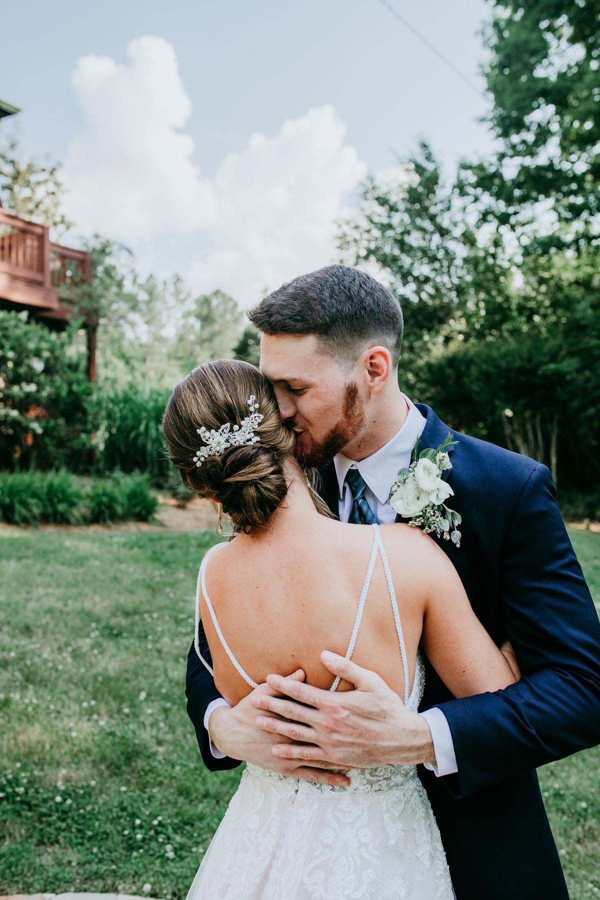 unique-wedding-photos-of-bride-and-groom.jpg