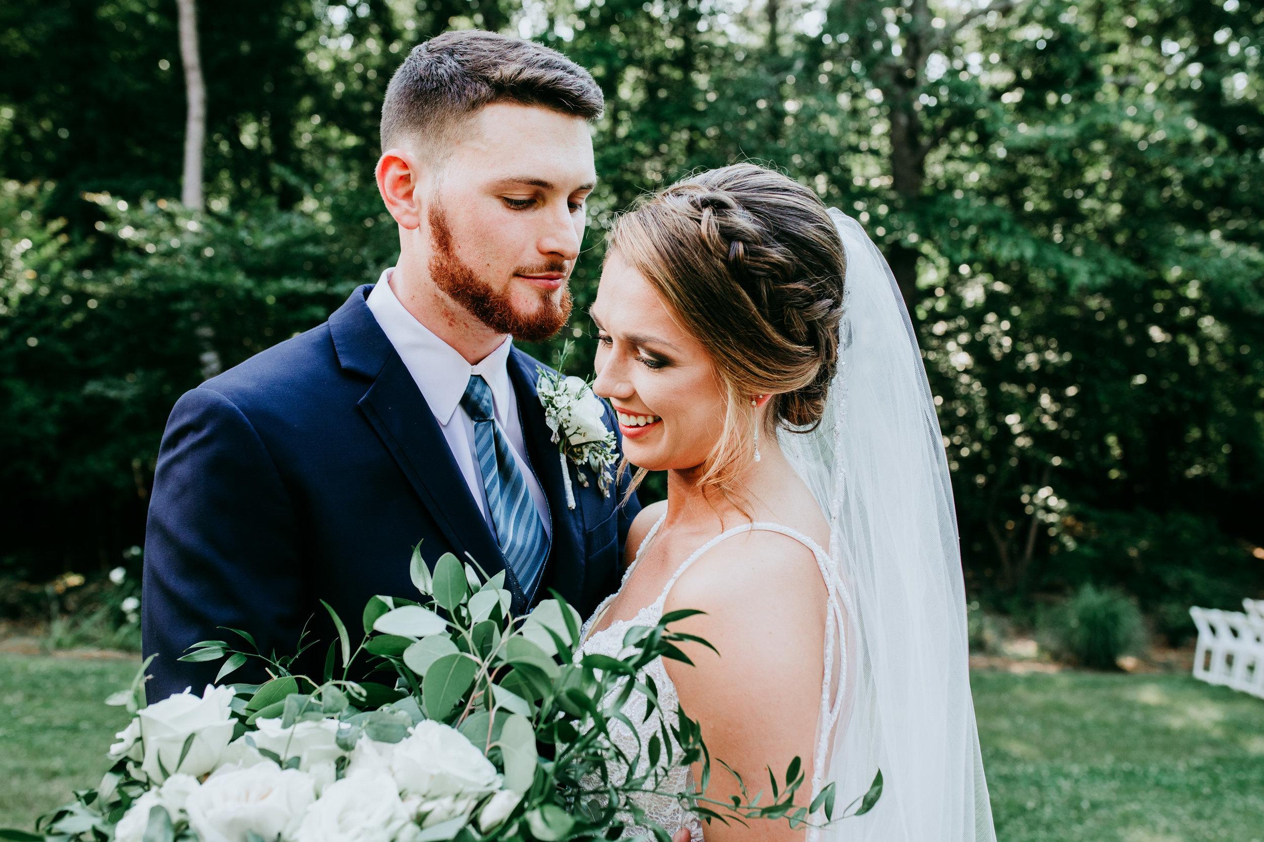 cute-bride-and-groom-photo-ideas.jpg
