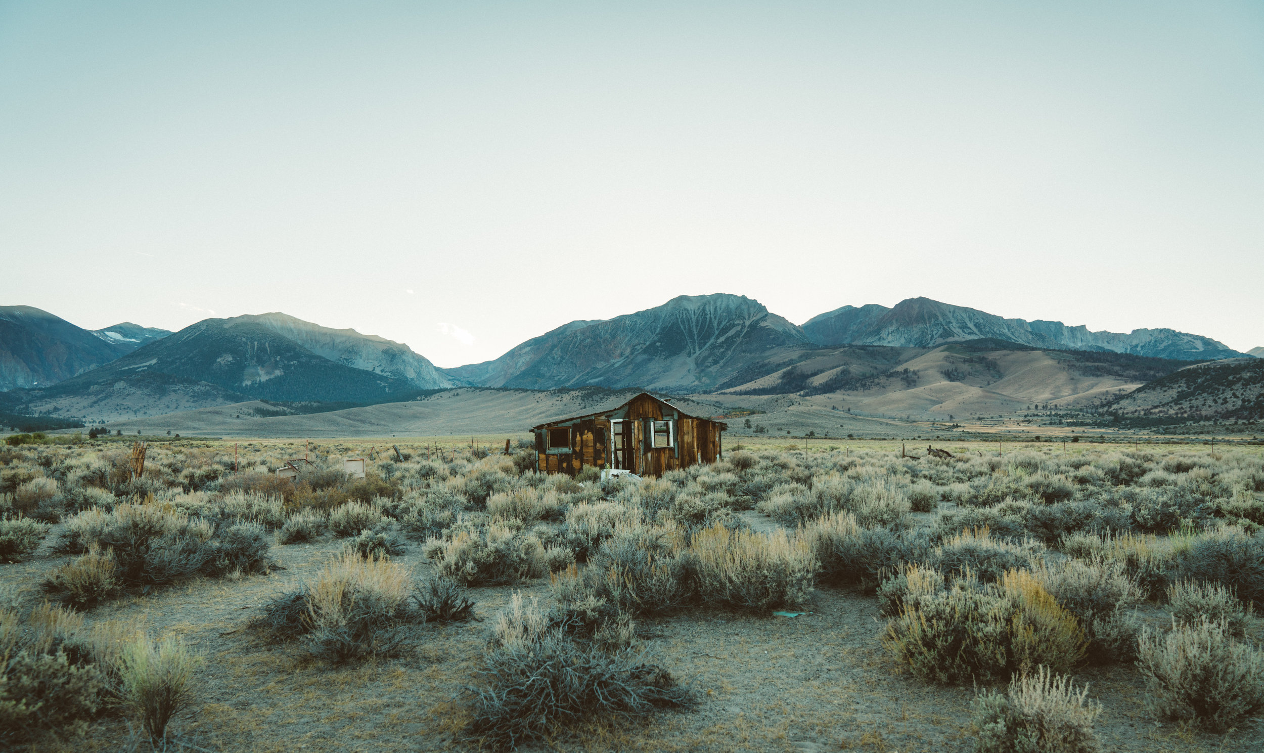 After leaving Yosemite we stopped along the highway after I spotted this abandoned building. This could be my favourite photo I've taken so far. The Sierra Nevada mountain range visible in the background.