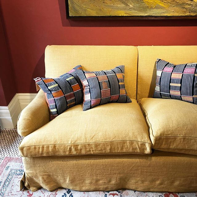 I love fabric, and often a design begins inspired by a textile that often is enough to make a tiny cushion, something to be framed, and often not even specified but that was the centre stone of everything. .  These gorgeous Kente cloth cushions are the pièce de résistance in this vignette. The sofa is classic, the textore of the fabric that is upholstered is divine and the colour on the wall adds contrast and warmth but the cushions add that uniqueness that we all are looking for. . . . . . . #interiordesigner #interiordesigntips #interiordesignlondon #sybilcolefaxandjohnfowler #yellowsofa #classicinteriors #classicinteriordesign #kentecloth #africandesign #ethniccushion #ethnicdesign #englishhome #dailydecordose #pimlicoroad