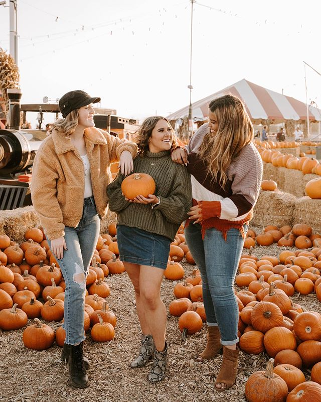 "Who else is excited for this season? 🙋🏻‍♀️This is one of my favorite seasons for many reasons: The cold nights, the warm sweaters, the color palette is my favorite, and everything is just 100x better. October is the best month there is, and I'm not only saying that because it's my birthday month.🎉🎉 • Yesterday I spent the afternoon with my super awesome girl group. The #LDP2020 Spokesmodels are so sweet and special. It's always a little scary to bring together a big group of girls that sometimes don't know each other, but these girls radiate inclusivity and you can tell they have such a blast.  Thank you so much ladies for allowing me to be my best creative self each time, and for choosing to represent me and my business the way that you do. ✨ • Thank you for reminding me of my ""why"" on why I chose this career. I chose this because of people like you. You are all so sweet and inclusive, and if we could spread this kind of positivity and kindness at all times, this world would be a much better place.  I can't wait to show you even more from this shoot. It's one of my favorites! ✨"