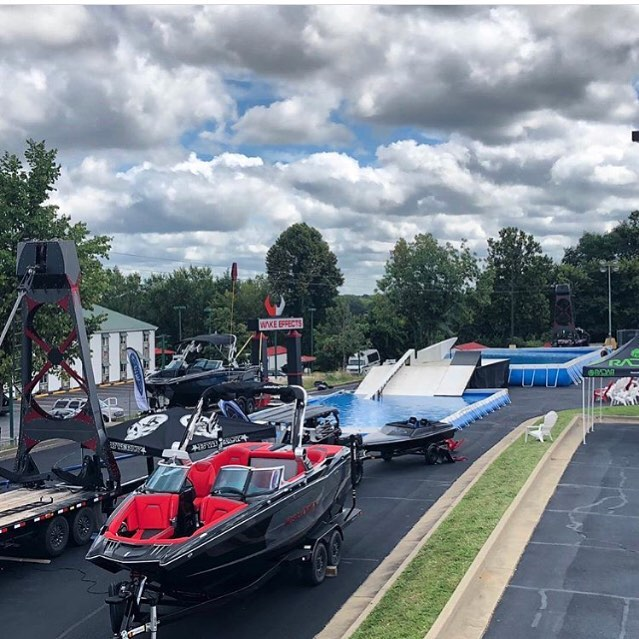A shot of the set up with @konex_wakeparks portable tower system at @wakeeffects