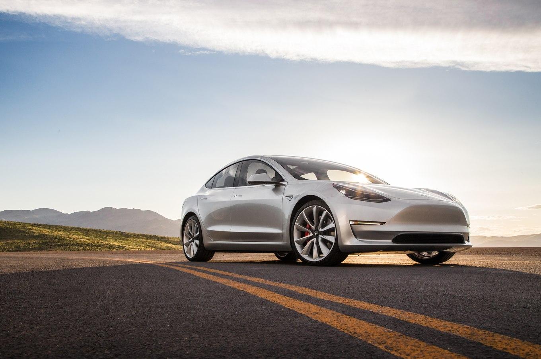 2017-Tesla-Model-3-front-three-quarter-04.jpg