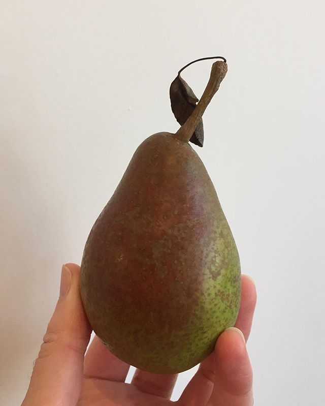 I think @cambridgefoodhub found us the perfect Pear 🍐🧡 . It's the season after all.  Then @shafers81 came in and picked it out as hers to take home because she has an eye for all the good things 🍐