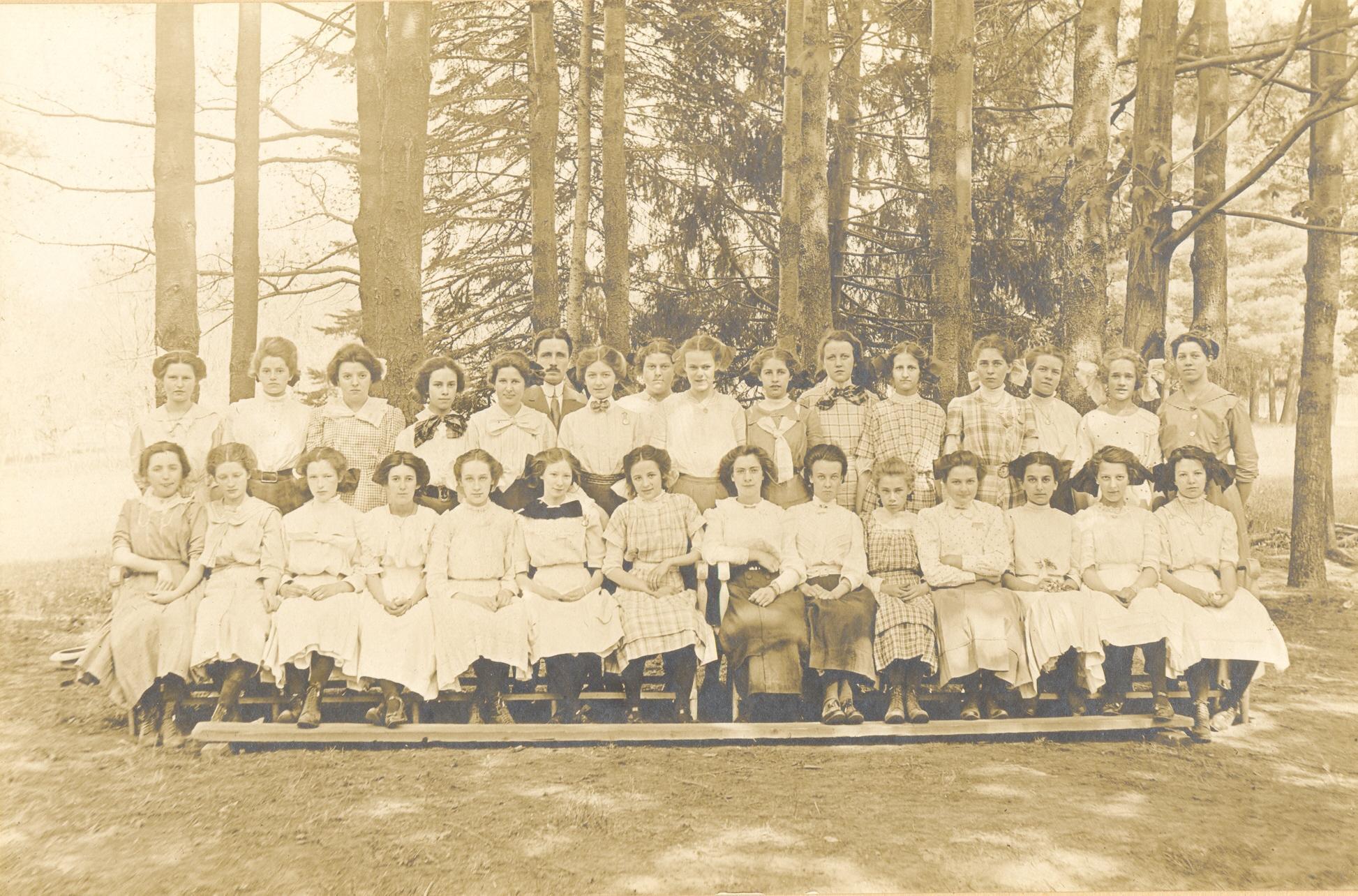 Mary Russell Class 1915.JPG