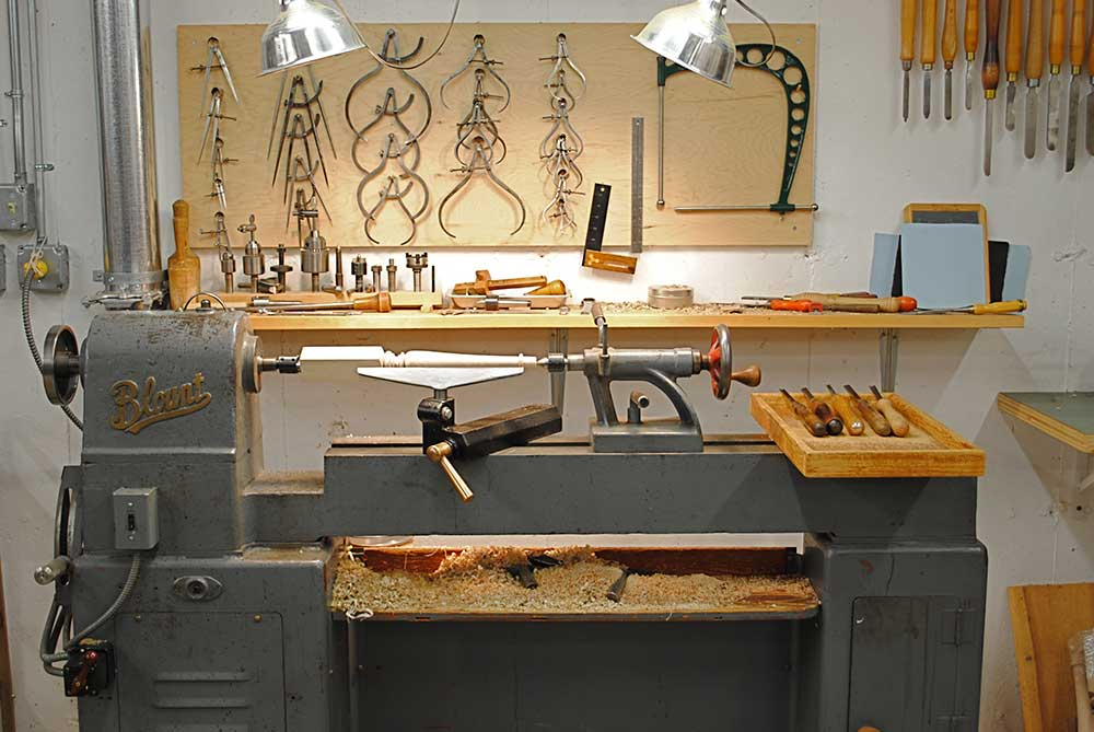 Blount woodturning lathe