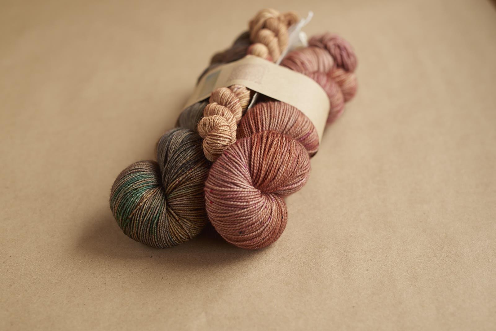 SNOWSHOE KIT #3: Sock Eclipse / Merino Fingering Down to the Wire / Sock Mini Rose Gold Dust
