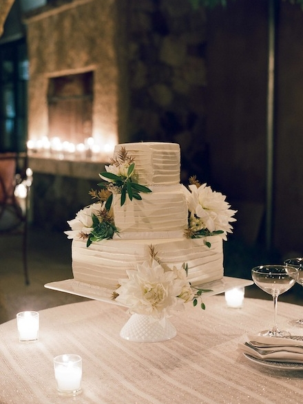 Modern Wedding cake design by Cake Bloom for an elegant wine country wedding in Napa | Meg Smith Photography copy.jpg