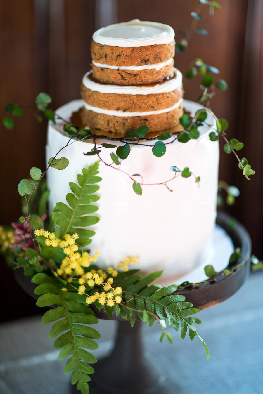 7 Fresh Greenery Ideas To Style Your Cake | John Bosley Photography - Big Fake Wedding SF Web -139.jpg