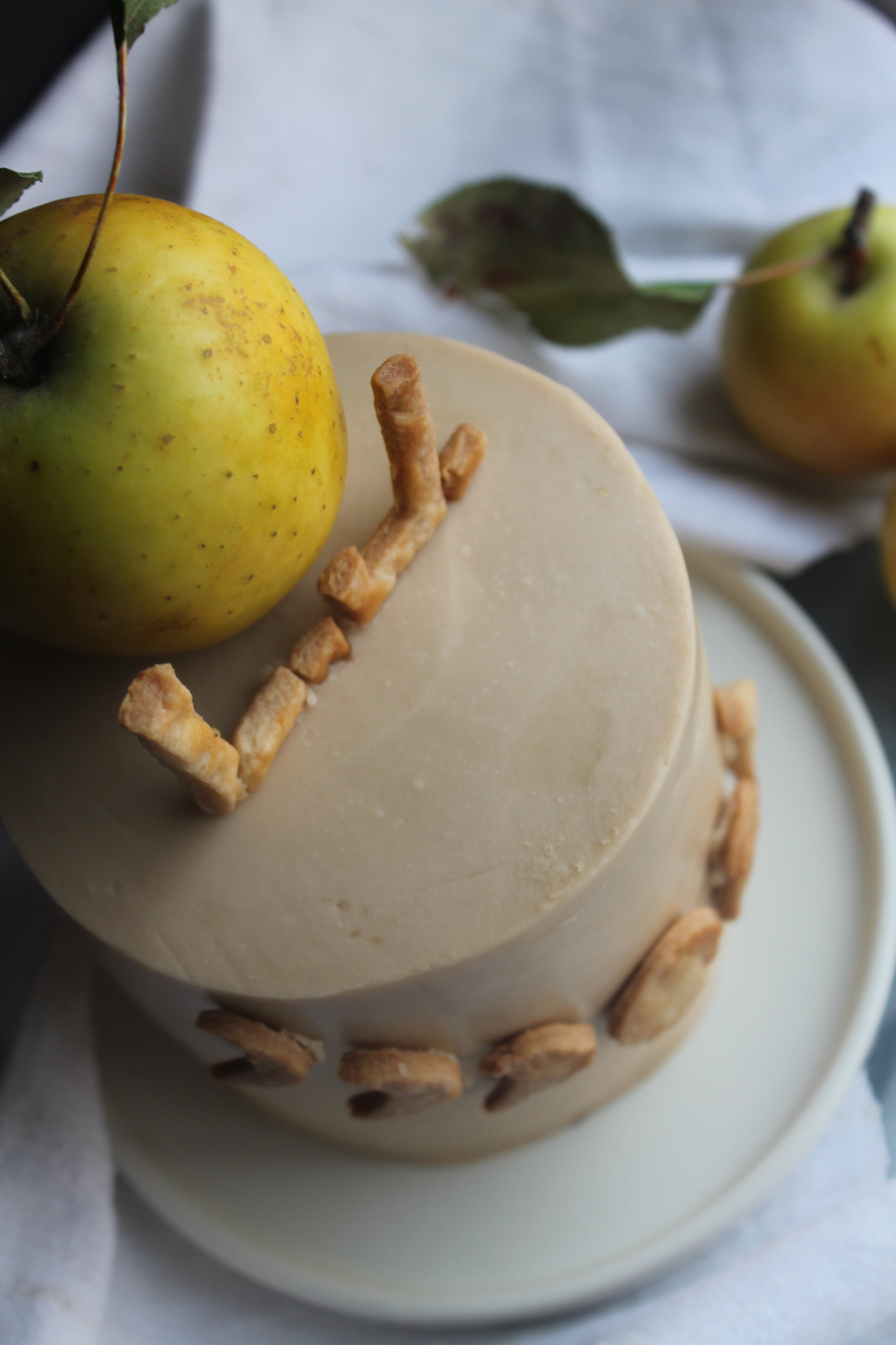 Apple Pie Cake with Brown Sugar Buttercream | holiday recipes via Cake Bloom