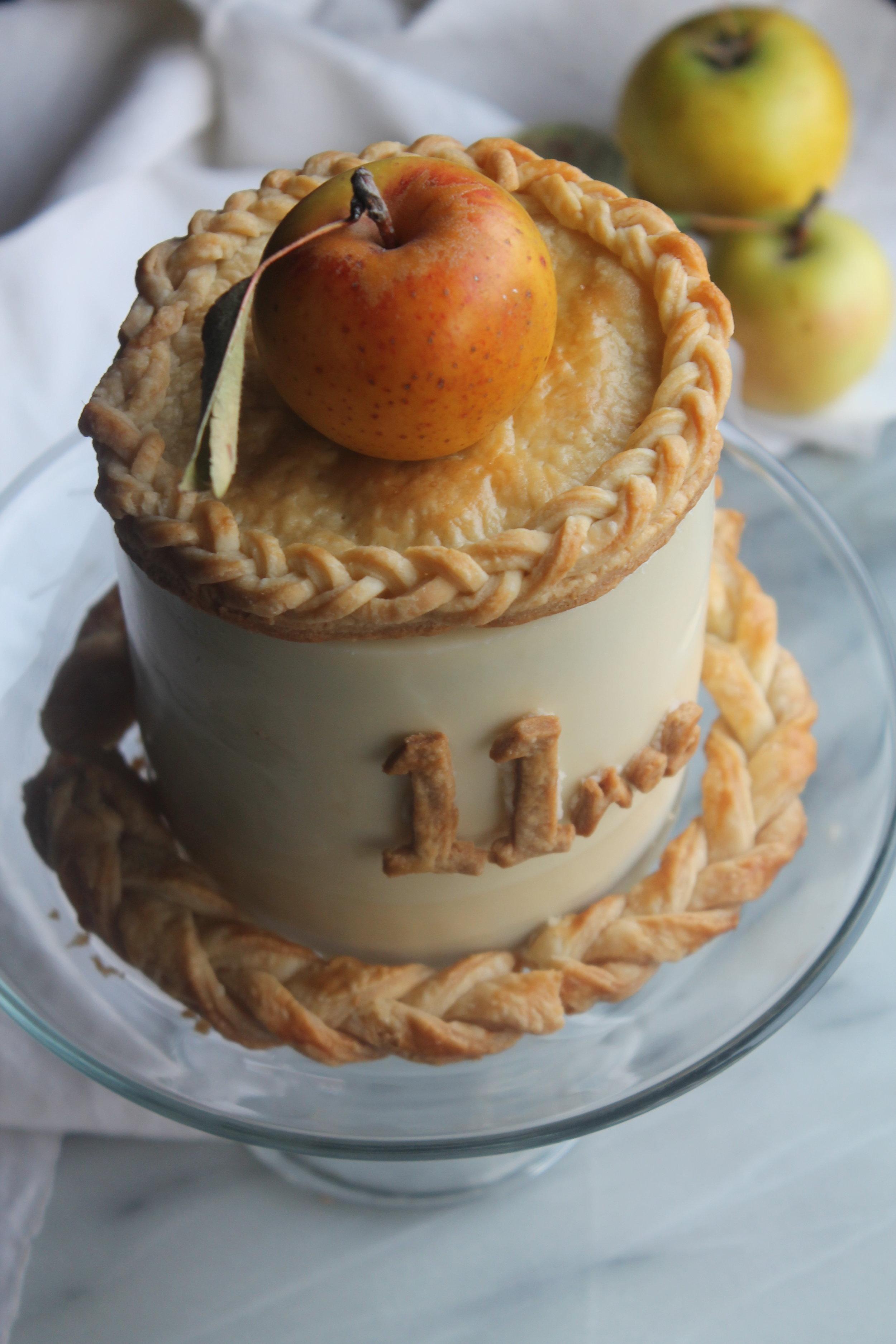 Apple Pie Cake for the holidays | recipes via Cake Bloom