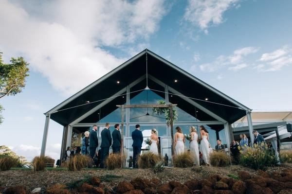 075-elegant-wedding-at-wills-domain-winery-by-freedom-garvey-warr-600x399.jpg