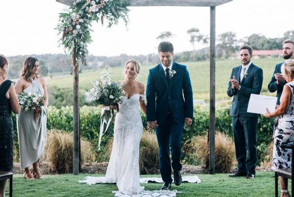 087-elegant-wedding-at-wills-domain-winery-by-freedom-garvey-warr-600x401.jpg