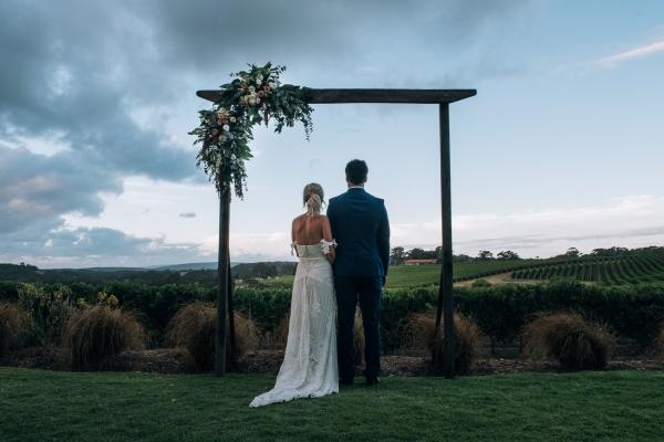 093-elegant-wedding-at-wills-domain-winery-by-freedom-garvey-warr-600x400.jpg