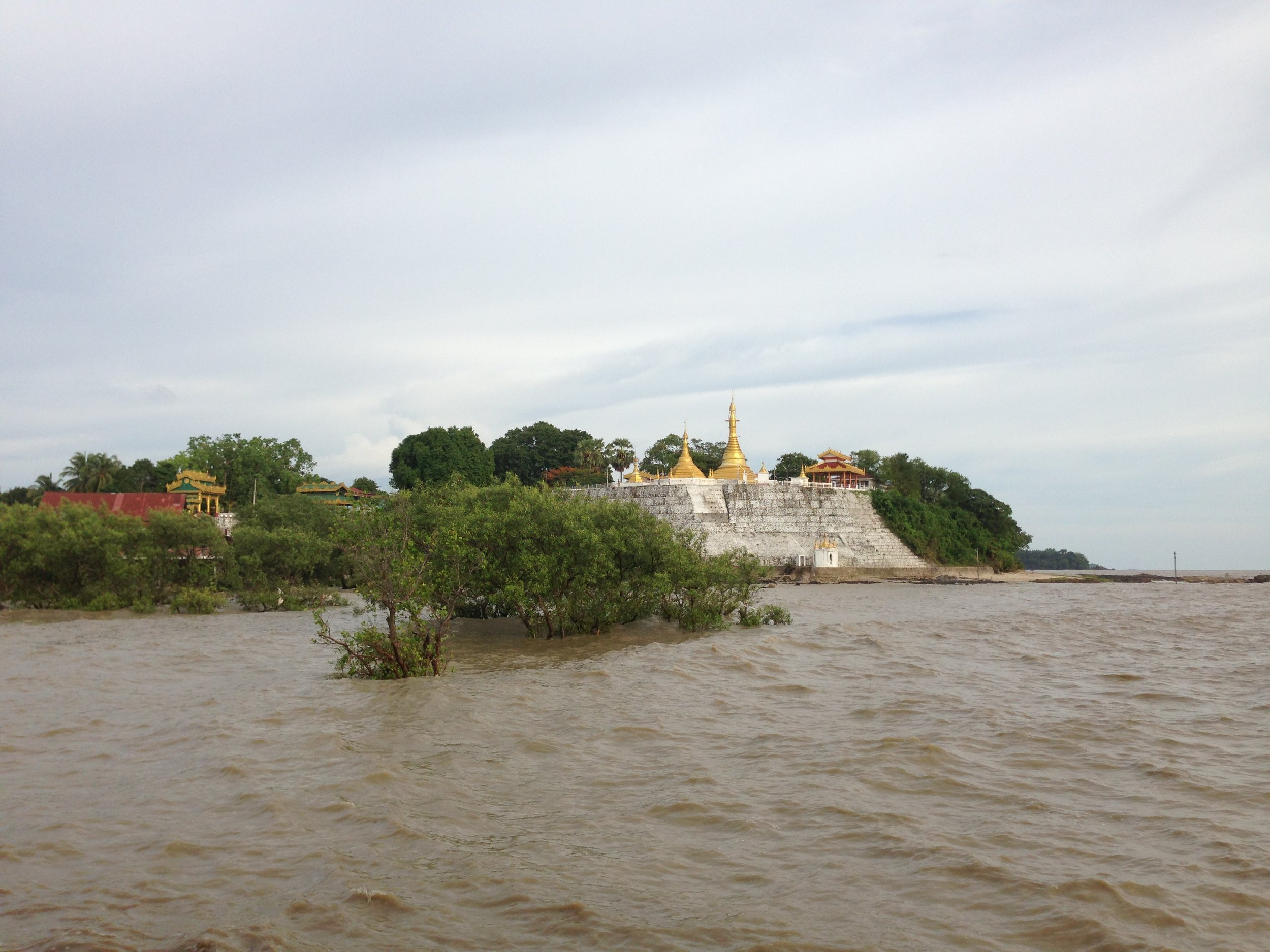 Temple on the Salween River (Bian Yongmin, 2017)