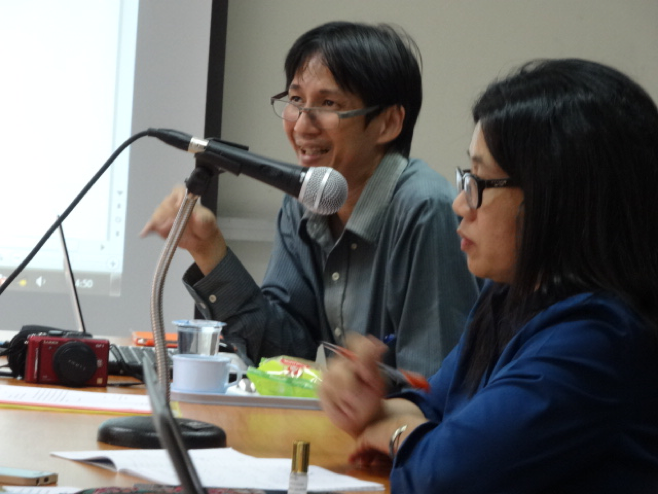 Dr. Kanokwan Manorom and Dr. Surasom Krisanachuta at the RECOVER workshop on 8 April 2015 (Credit:Phontep Bungkla)