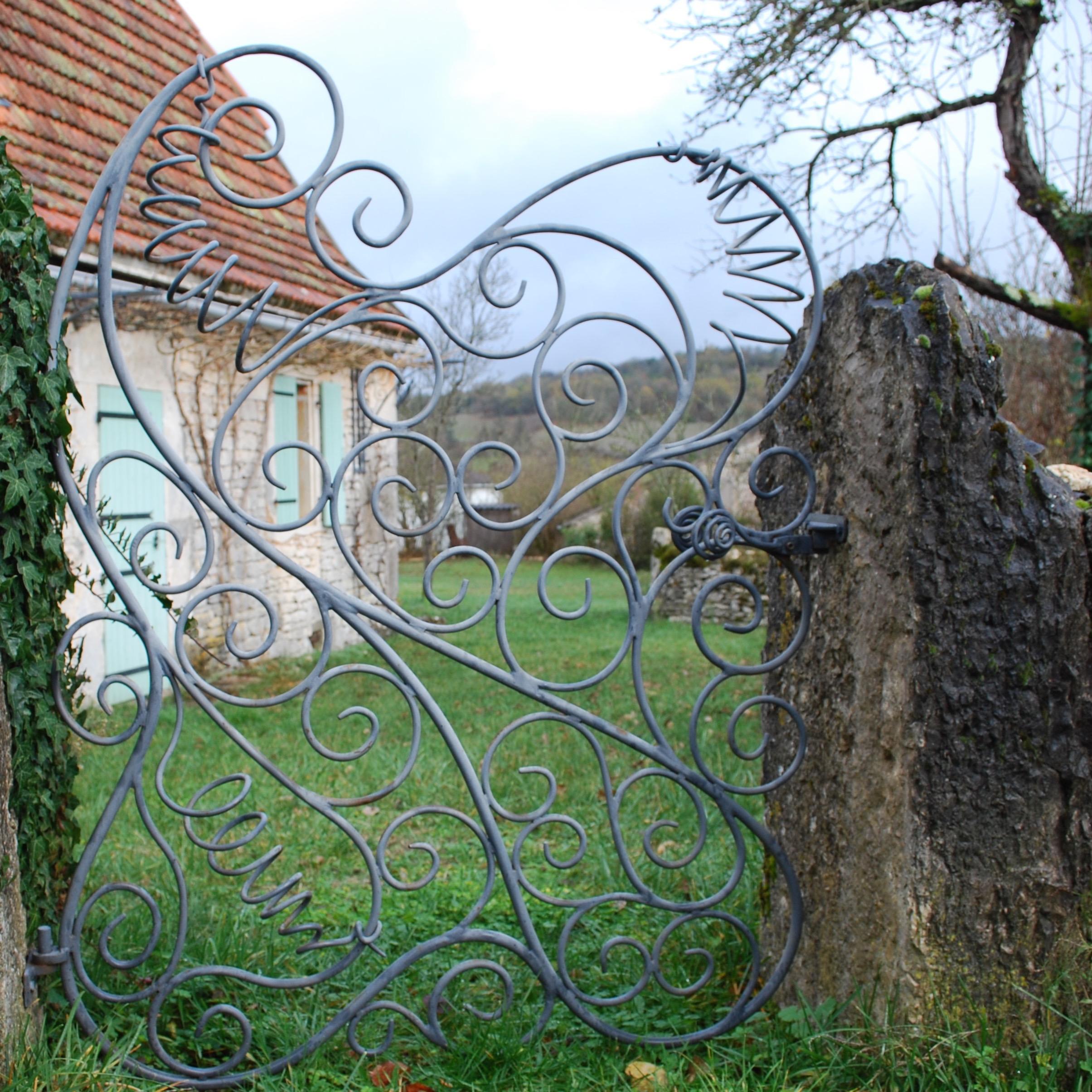 Flowing Metal Gate