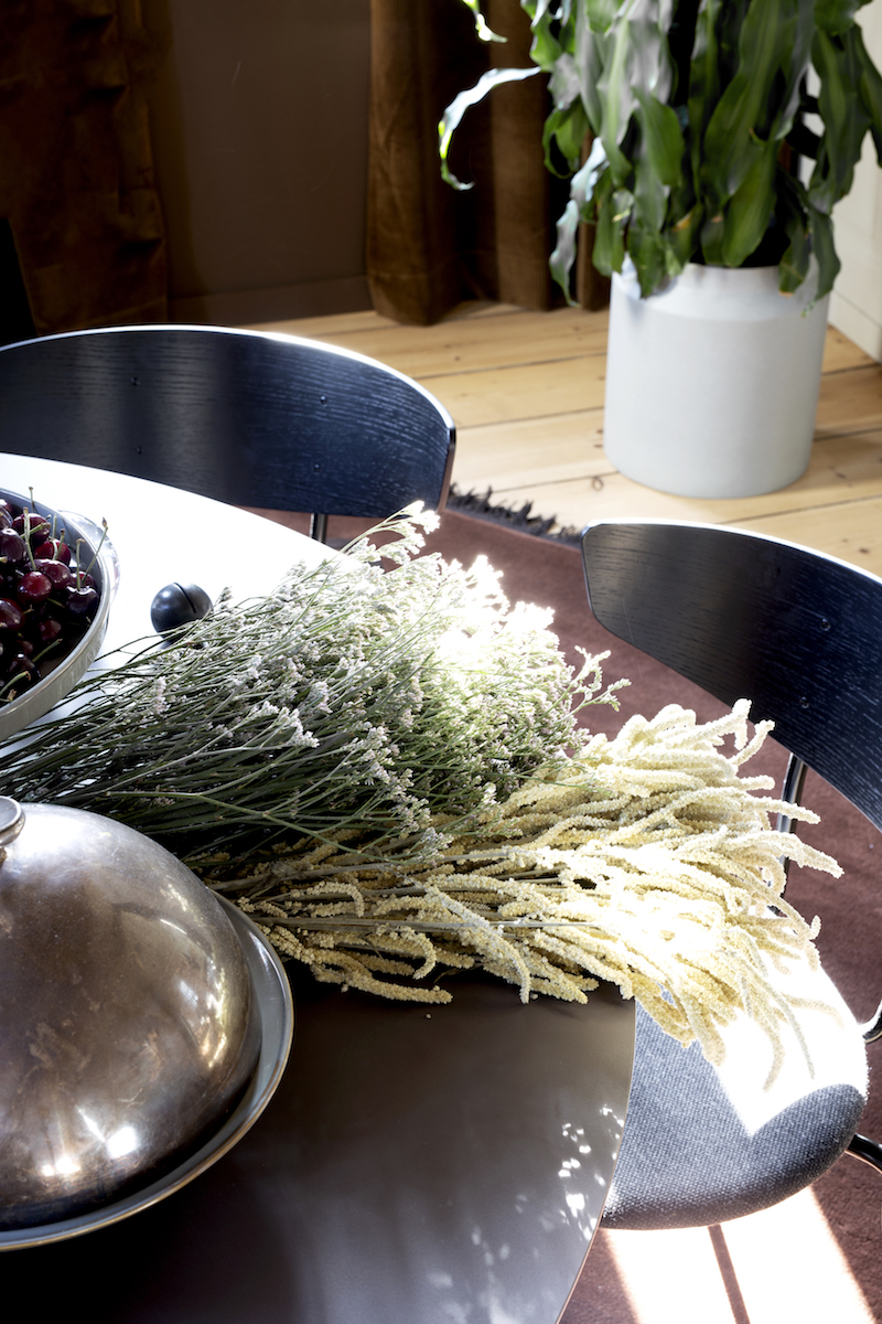 PLANTS & DRIED FLOWERS  Such an easy and inexpensive way to bring life to your space.