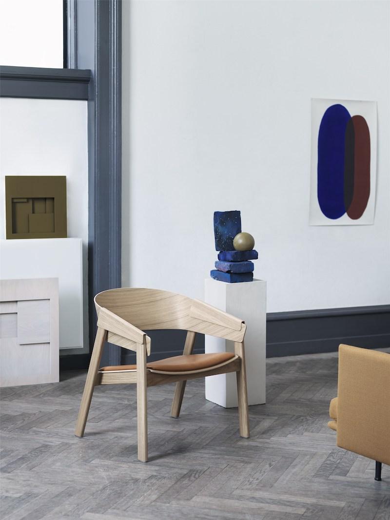 Cover-Lounge-Chair-Oak-Cognac-Refine-Outline-Vidar-472-Muuto-Org_(150).jpg