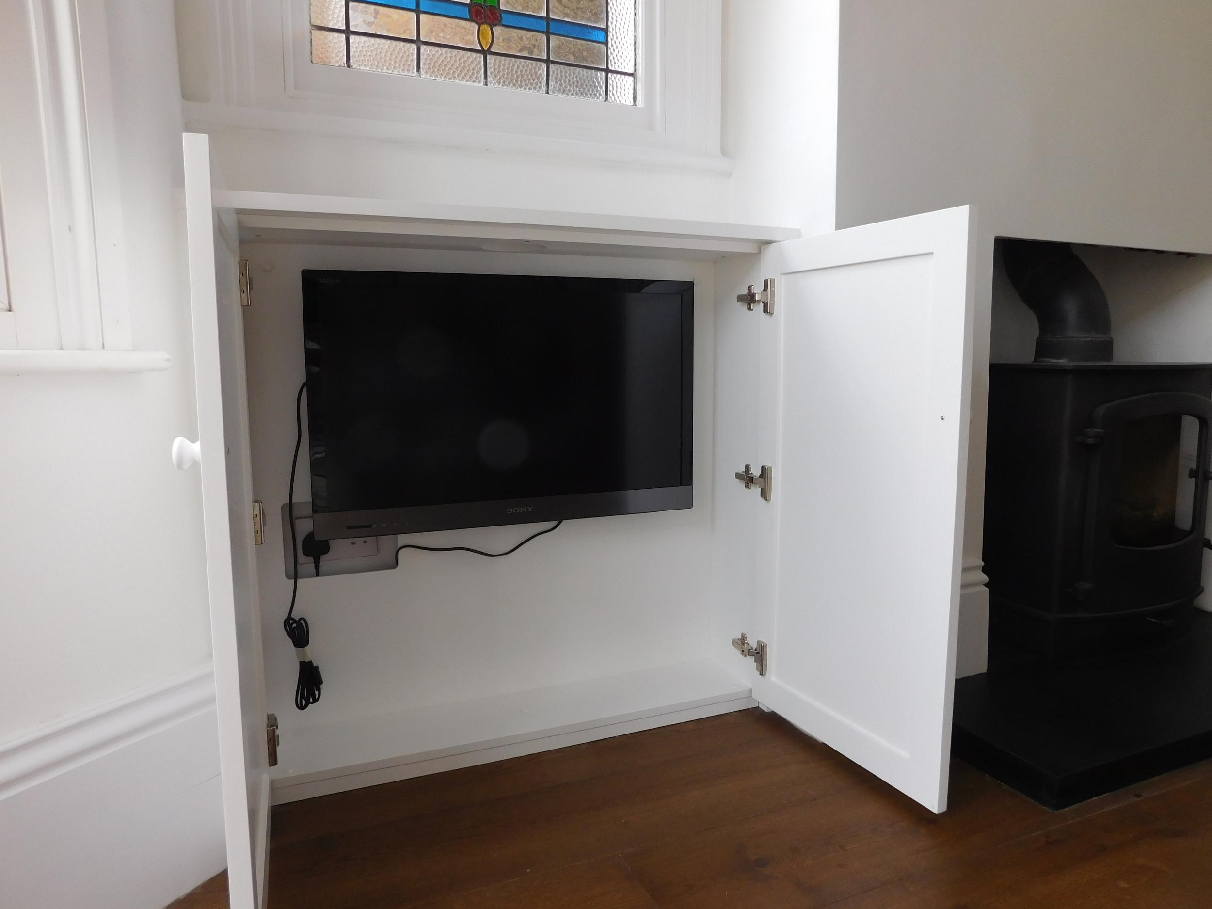 Flatscreen TV cabinet. Media unit fitted London 2016