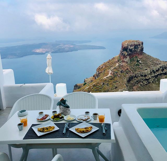 Breakfast at Santorini 👌👌