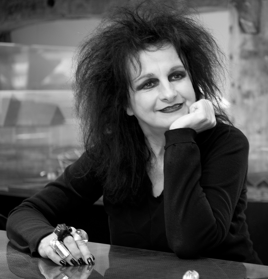 Odile DECQ - Odile Decq opened her architecture agency in 1978, just after graduating from La Villette, while at the same time she began her studies at Science Po, Paris. Then she graduated in Urban Development in 1979. By asking questions about commisions, uses, materials, the body, techniques and taste, the architecture of Odile Decq's agency offers a paradoxical outlook on our world; a mixture of tenderness and severity.