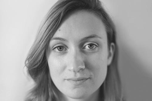 Lucie LE GUEN - Lucie LE GUEN est diplômée de l'EESAB Rennes option design en 2014. Elle porte un intérêt particulier aux matériaux «nobles» et savoir-faire artisanaux, qu'elle questionne face aux outils numériques. Ses objets nécessitent différentes manipulations pour être activés, le dessin du geste prend toute son importance.