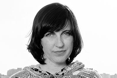 Florence Doléac - Florence DOLEAC est en 1994 diplômée de l'École Nationale Supérieure de Création Industrielle de Paris (Ensci/Les Ateliers), et co-fonde en 1997 la société du groupe RADI DESIGNERS. En 2003, elle développe sa propre pratique puis en 2006, enseigne à l'Ecole des Arts déco de Paris. En effet, non seulement Florence Doléac met en jeu une tension entre la production et l'exposition avec des réponses pleines d'humour et de poésie, mais elle déploie en plus un questionnement sur la fonction et son pendant : l'inutilité.