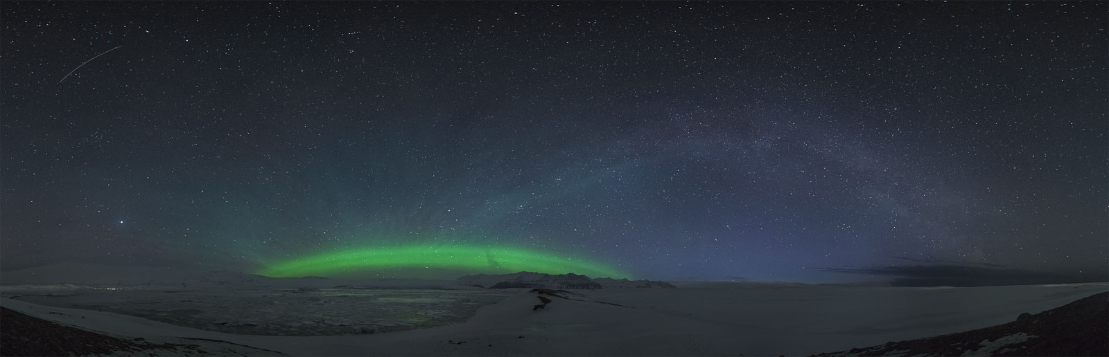 360° panoramic shot of the jökulsárlón glacier lagoon with the aurorabow and the milkybow at once