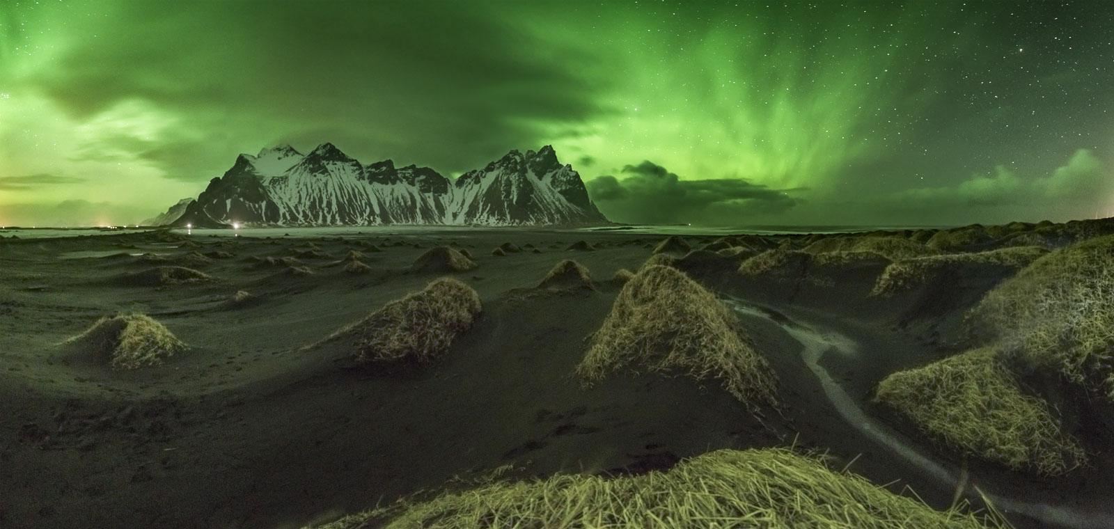 5 shot panorama of the vestrahorn und the aurora borealis