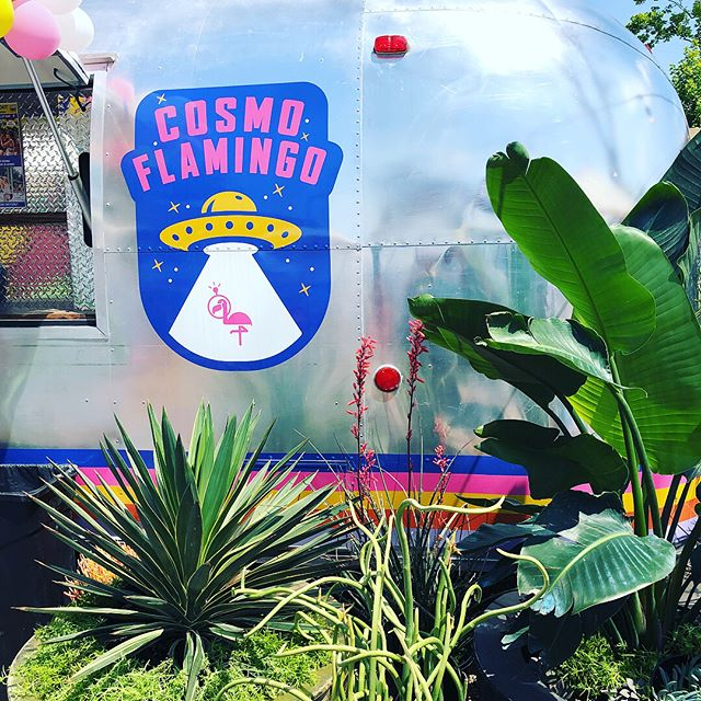 Self proclaimed Friends with Food Trucks Day! Burgers @cosmoflamingo 🎯 dipped cones @dipped_cones ✅✅